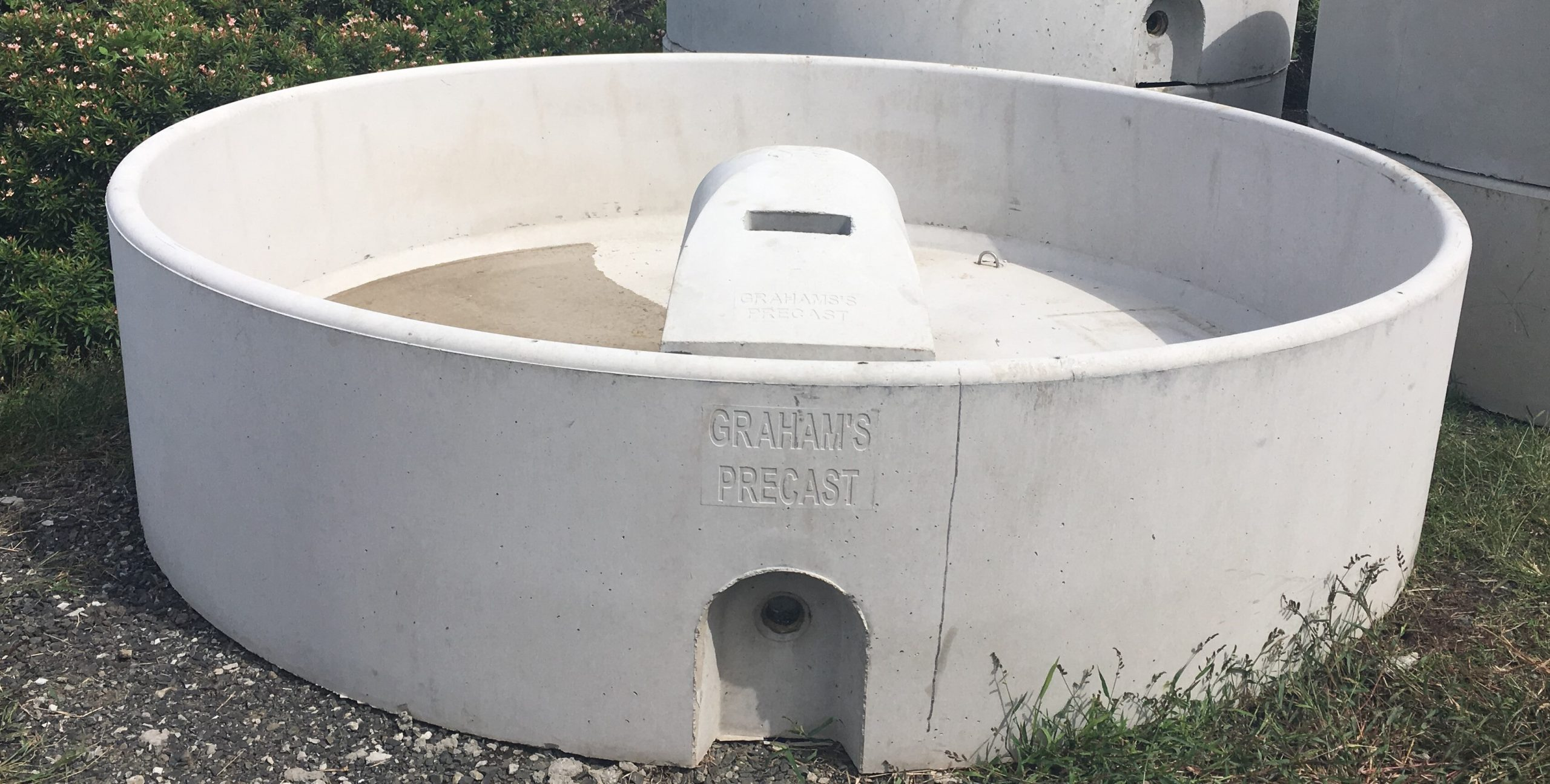 "10FT Trough: 10ft (3mts) Round X 0.7mt High Capacity: 4200lts Weight: 2800kg Inlet: 50mm (2"") Outlet: 100mm (4"")"