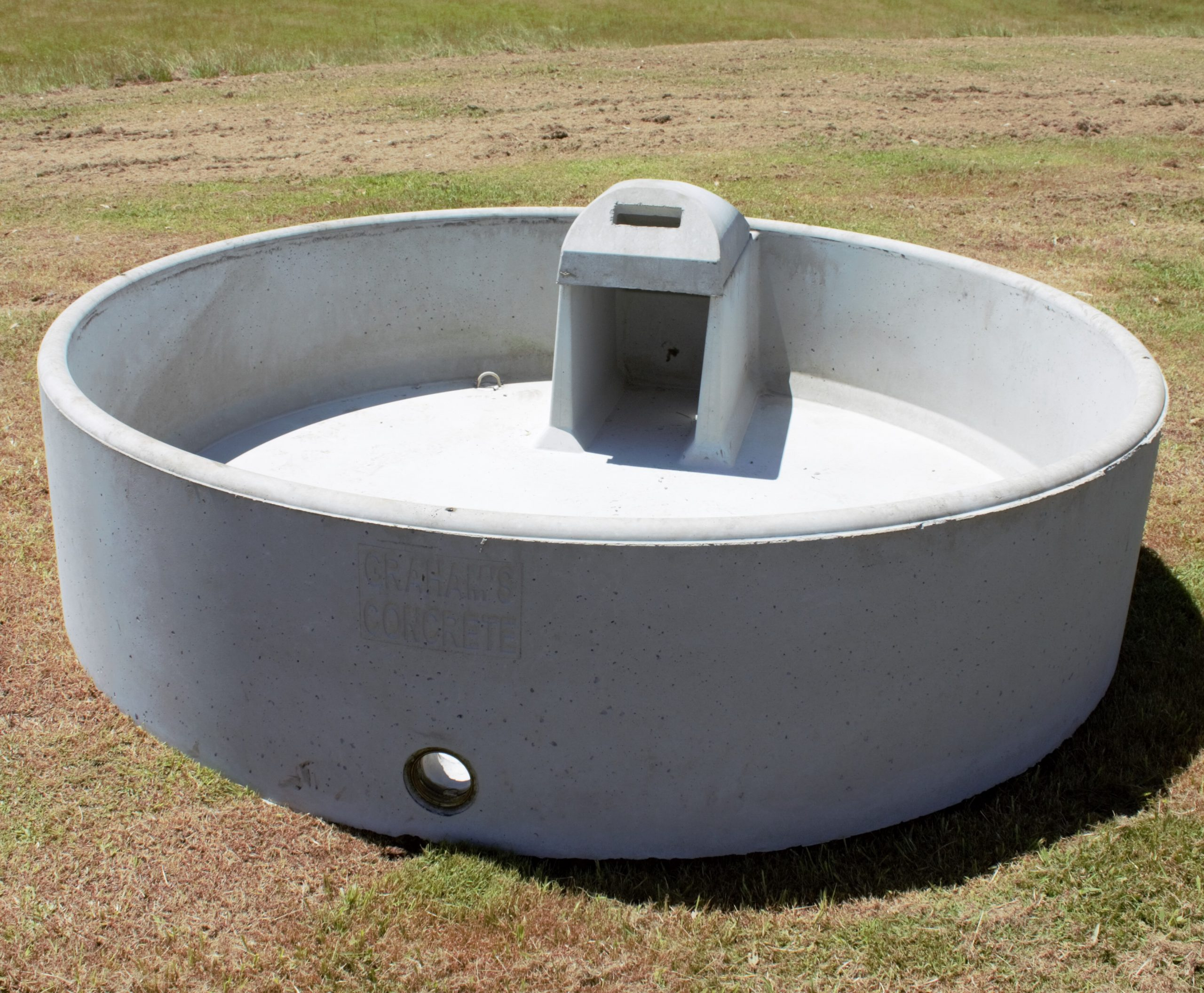 "7FT Trough: 7ft (2mts) Round X 0.6mt High Capacity: 1500lts Weight: 1000kg Inlet: 50mm (2"") Outlet: 100mm (4"")"