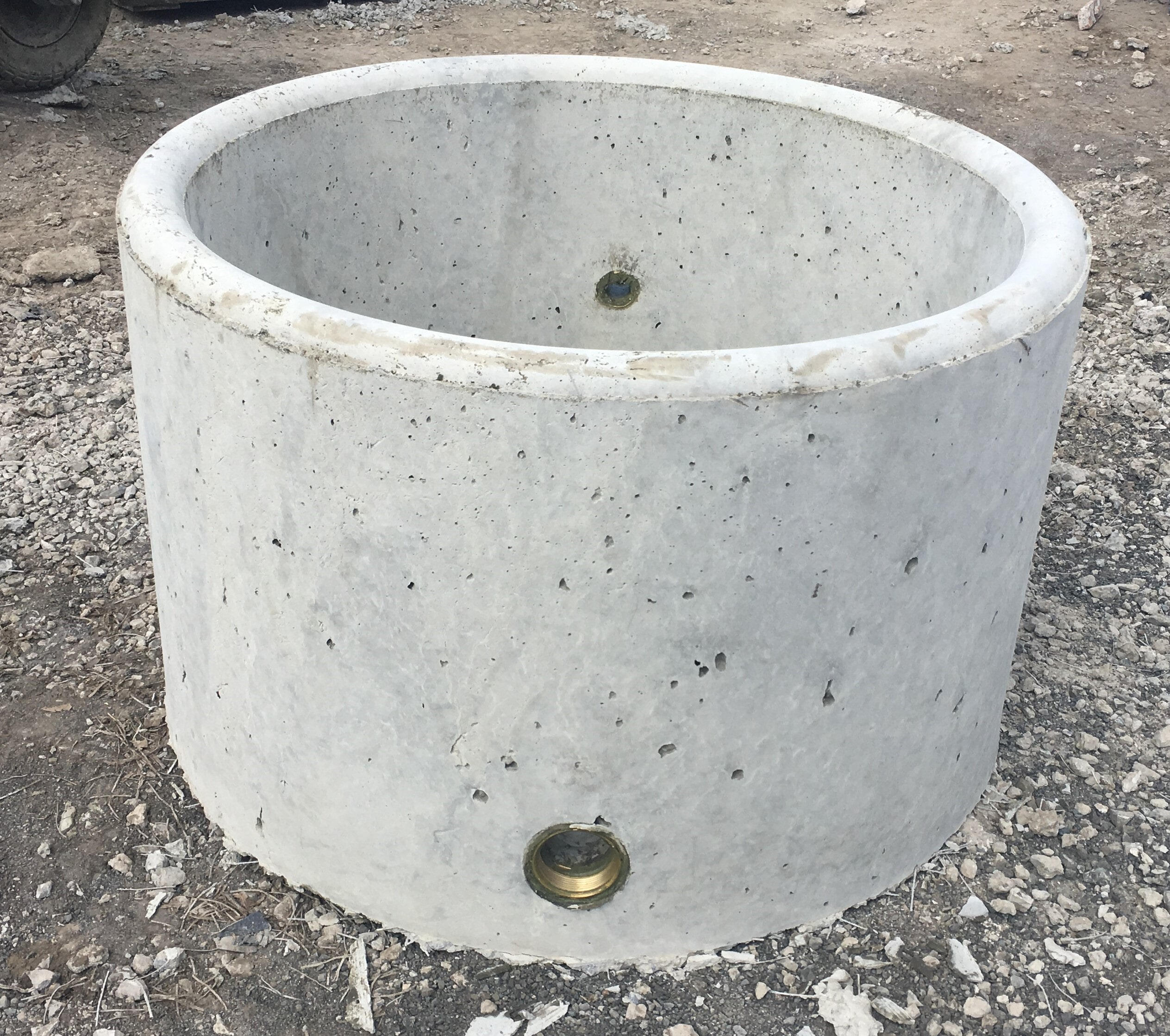 """2FT Trough: 2ft (0.80mts) Round X 0.5mt High Capacity: 175lt Weight: 200kg Inlet: 25mm (1"""") Outlet: 50mm (2"""")"""