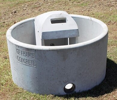 "4FT Trough: 4ft (1.2mts) Round X 0.6mt High Capacity: 520lt Weight: 600kg Inlet: 25mm (1"") Outlet: 50mm (2"")"